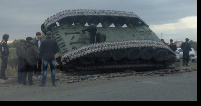 Ivres, des étudiants russes renversent un tank