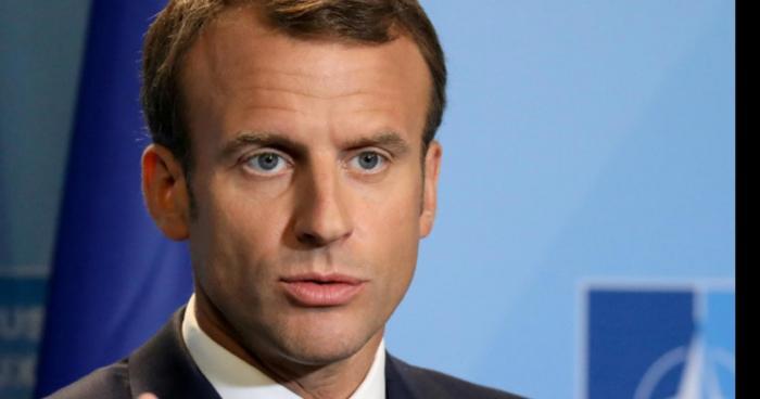 Emmanuel Macron vient de faire une crise cardiaque dans ses bureaux à l'Elysée