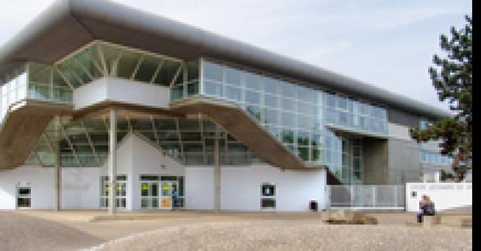 Un lycée dans le vent: un parc éolien ouvre ses portes dans un lycée de l'Essonne.