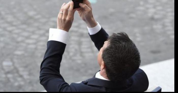 F.Hollande et M.Valls soupçonnés de capturer des Pokemon à l'Elysée