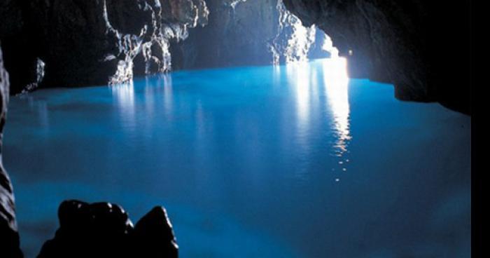 Découverte d'une grotte souterraine reliant l'île Maurice à l'île de la Réunion par des archéologues britanniques.